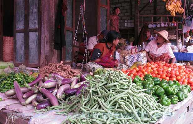 Etals de nourriture au marché de Nyaung Shwe (Lac Inle)