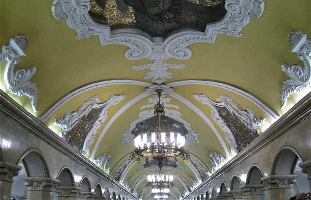 Estacion metro Komsomólskaya