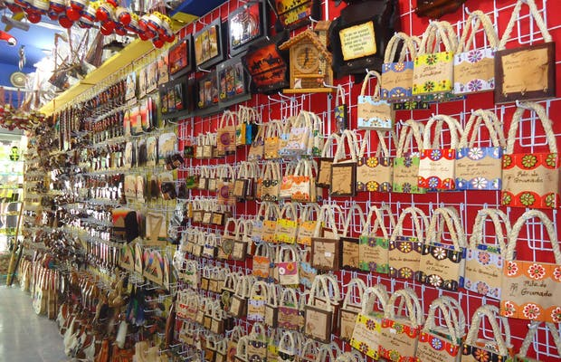 Tienda de Souvenirs Artesano Mao