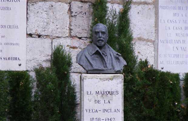 Estatua del Marqués de la Vega-Inclán