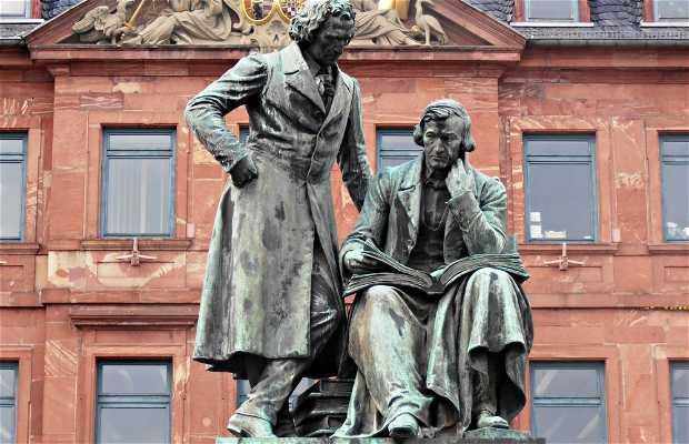 Estatua de los Hermanos Grimm