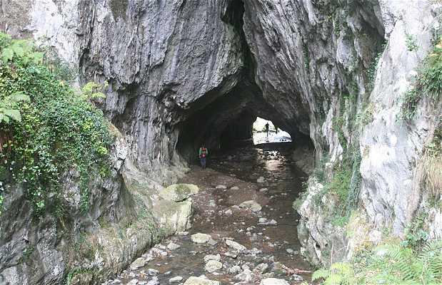 Baltzola Cave