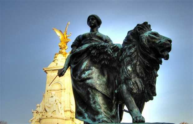 Monumento alla Regina Vittoria a Londra