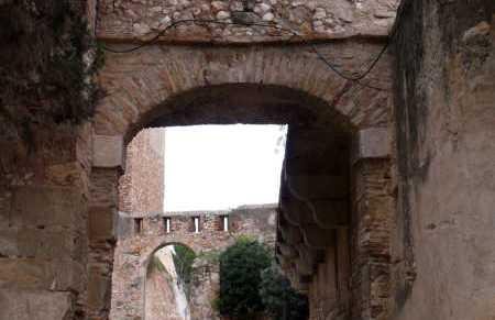 Le storiche mura di Tortosa