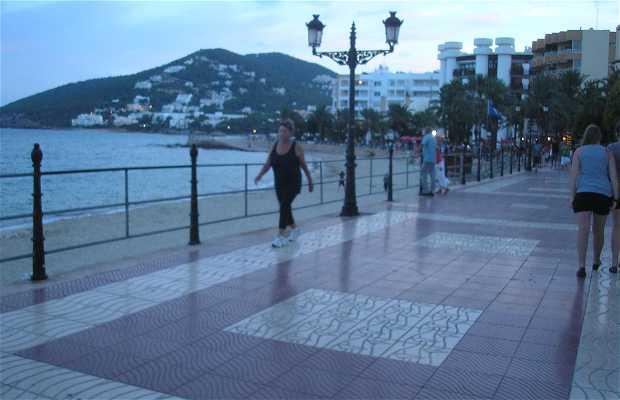 Promenade de la plage de Santa Eulalia