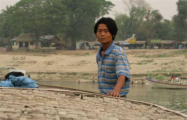 Paseo en barca en Bagan