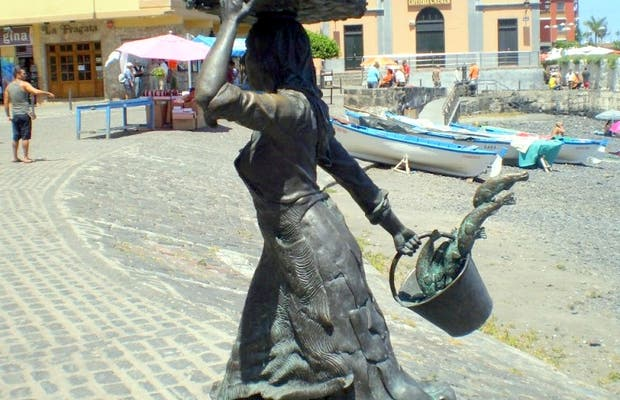 Ffisherwoman monument
