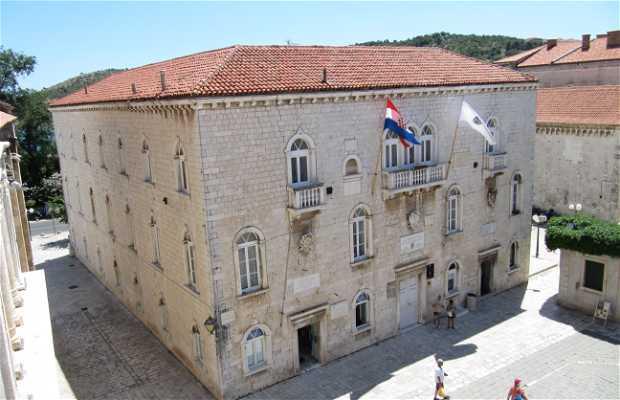 El Palacio Municipal (de los Rectores)