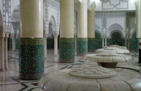 Sala de las abluciones de la Mezquita Hassan II, Casablanca, Marruecos