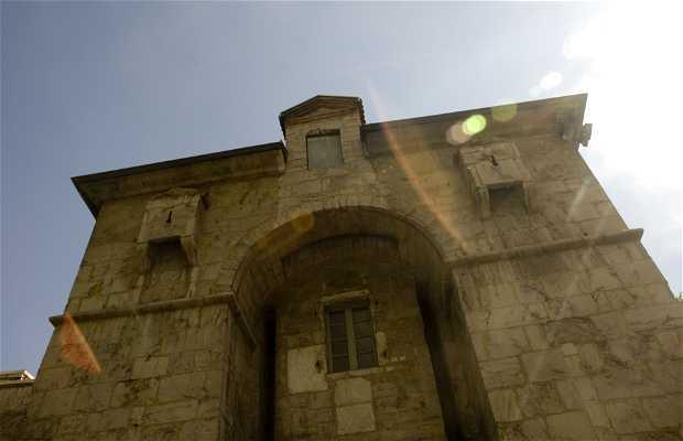 Saint Laurent Gate