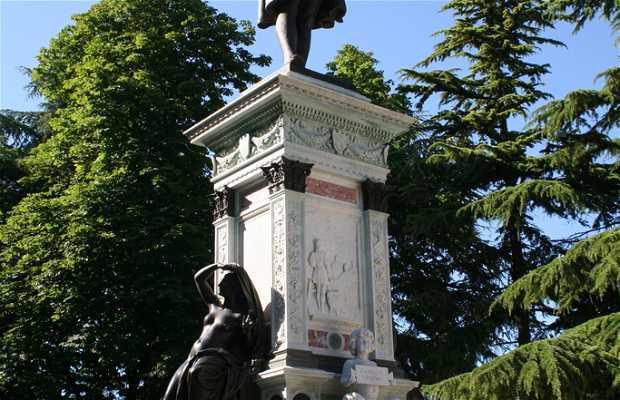 Estatua de Rafael
