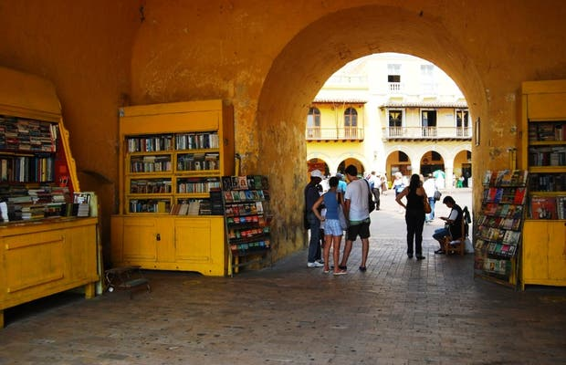 Mercadillo de libros de la Puerta del Reloj
