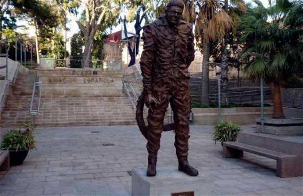 Estatua del Aviador Tomás Castaño