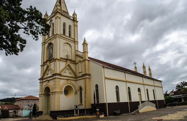 Igreja de Santa Izabel e São Benedito