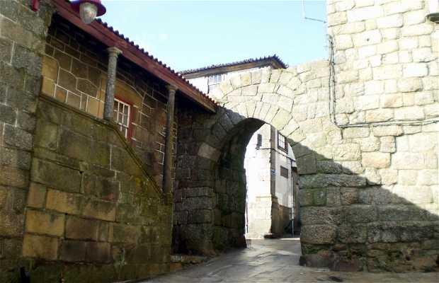 Muralhas e portas do castelo de Guarda
