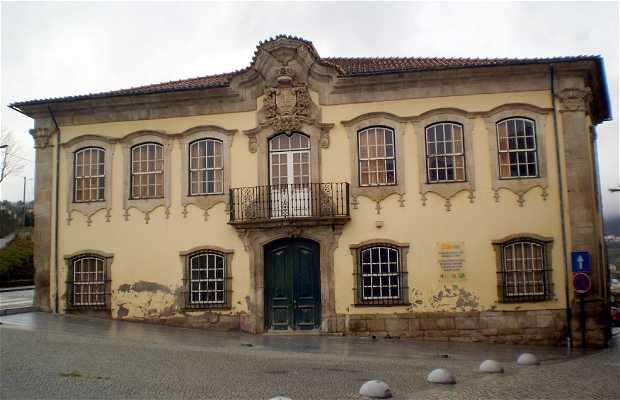 Casa dos Serpas o Casa de Santa Cruz