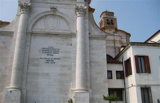 Monumento a Santa María Virgen de Siracusa