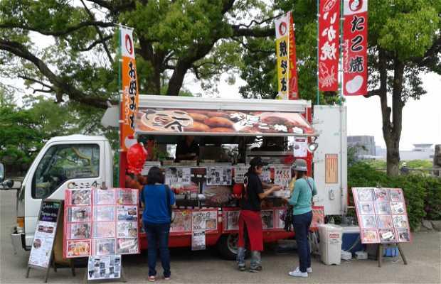 Takoyaki Food Truck junto al Castillo de Osaka