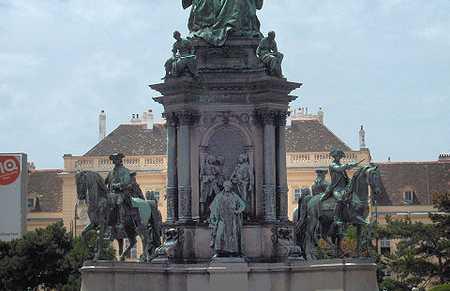 Monumento a María Teresa