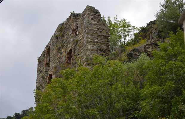 Ruinas del Castillo de El Castellu