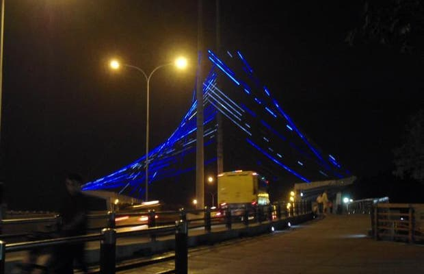 The illuminated bridge