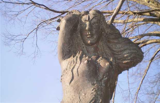 Escultura Inês Negra