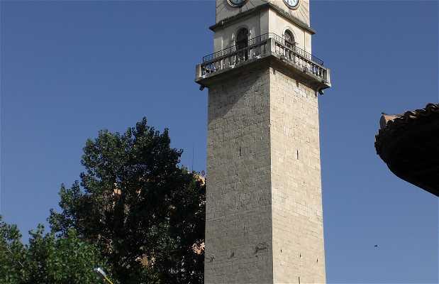 Kulla e Sahatit, la torre dell'orologio di Tirana