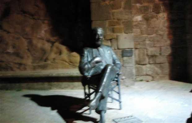 Estatua a Luis Garcia Berlanga