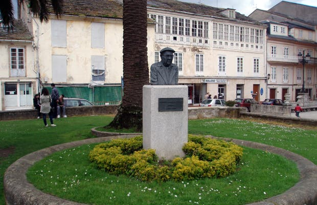 Busto de Dionisio Gamallo Fierros