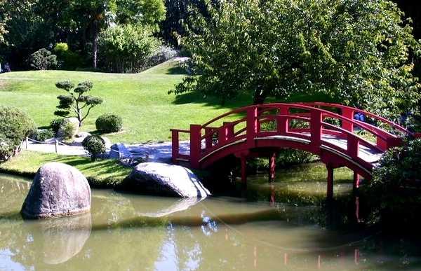 Puente rojo del parque japonese