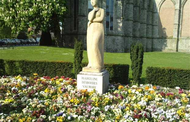 Estatua Marceline Desbordes-Valmore