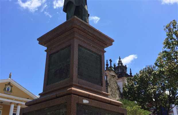Estátua de Dom Adauto