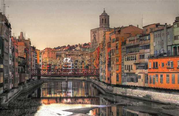 Palafitte sul Fiume Oñar a Girona
