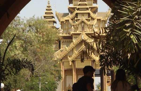 Kambazathadi Golden Palace