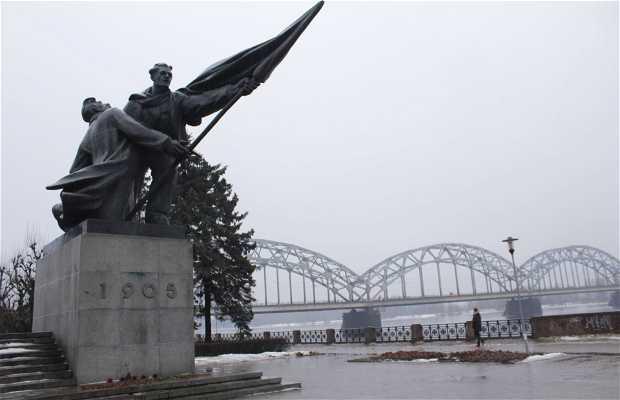 Monumento a los Luchadores de la Revolución de 1905