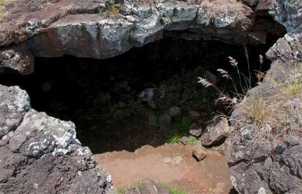 Ana Te Pahu (cave of Bananas)