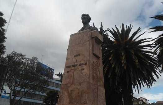 Estatua Pedro Fermin Cervallos