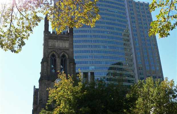 Chiesa e grattacielo