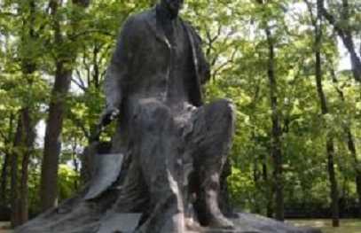 Estatua de Henryk Sienkiewicz (Pomnik Henryka Sienkiewicza)