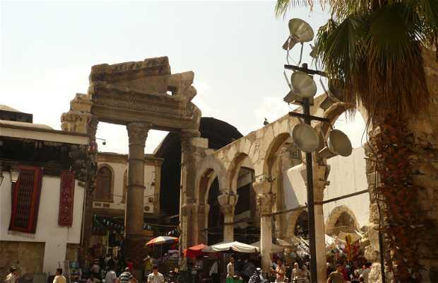 O templo romano da porta de Júpter