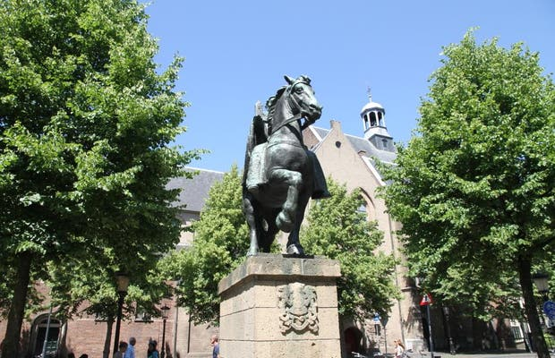 Estatua de Willibrord