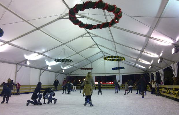 Patinaje sobre hielo y Tobogán en la Plaza Luna