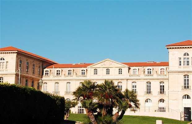 Palais et jardins du Pharo