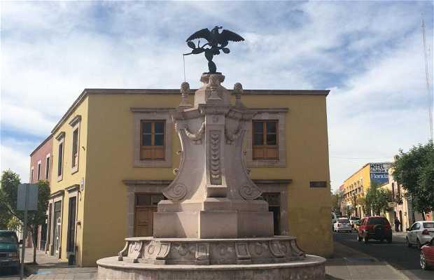 Monumento de Aguila con Serpiente