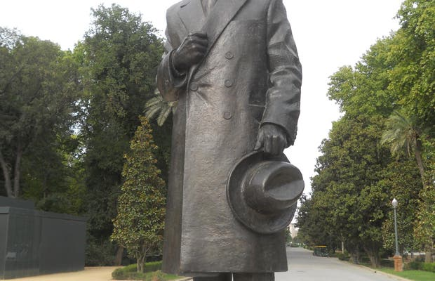 Monumento a Anibal González Álvarez