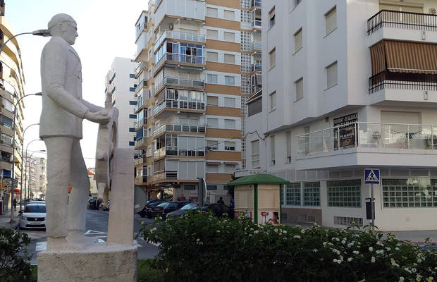 "Escultura ""El Marinero"" en Torre del Mar"