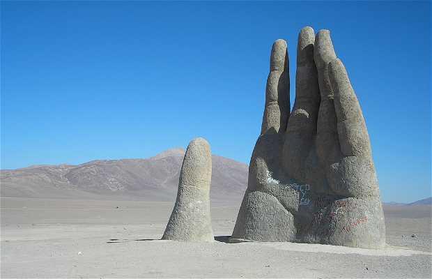 Statua nel deserto di Atacama