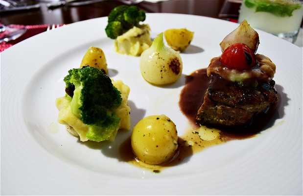 Restaurante Faro Wine Steak House