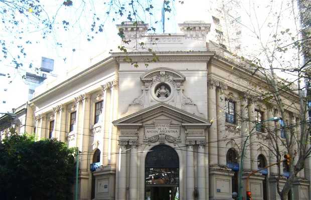 Edificio del Banco Nación de Av. Santa Fe y Azcuénaga