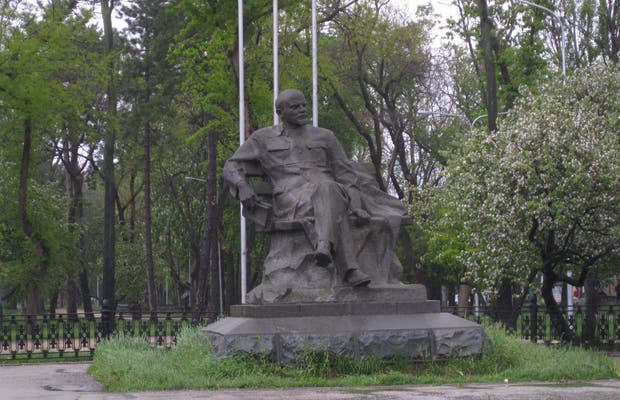 Lenin Statue in front of the train station
